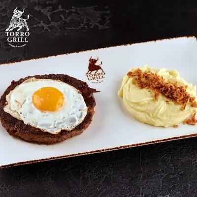 Бифштекс из говядины с глазуньей