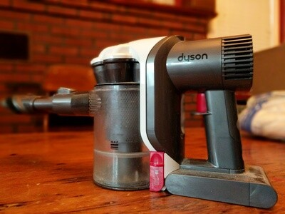 Dyson handheld vacuum cleaner (motor cuts out - could be fixed?)