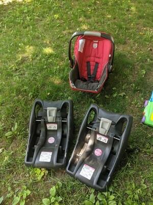 Britax Infant Car Seat w/ 2 Bases