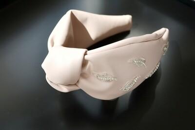 Нежно-розовый обруч из экокожи с вышивкой