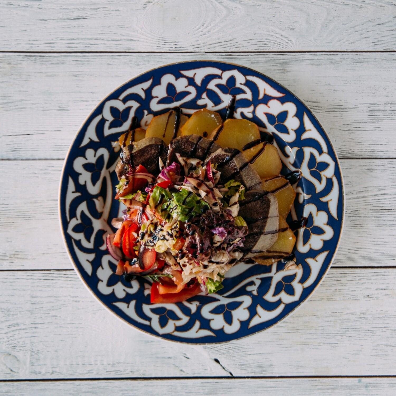 Теплый салат с языком