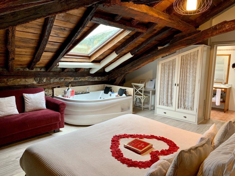 2 Noches entre semana - Escapada Romántica en Suite con Jacuzzi
