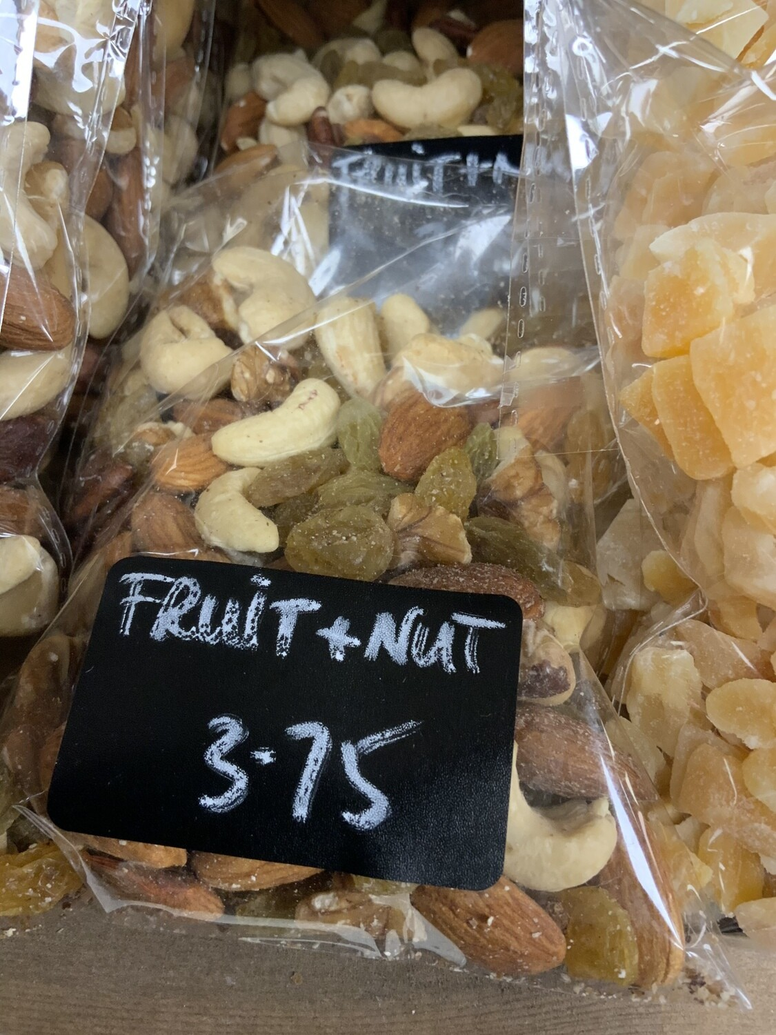 Deluxe Fruit and Nut Mix.  150g