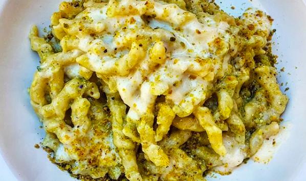 Busiate con pesto di pistacchio e pancetta croccante