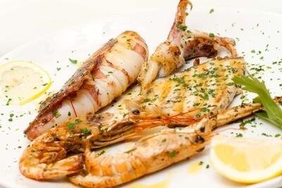 Grigliata mista (gamberoni, spada e calamari)