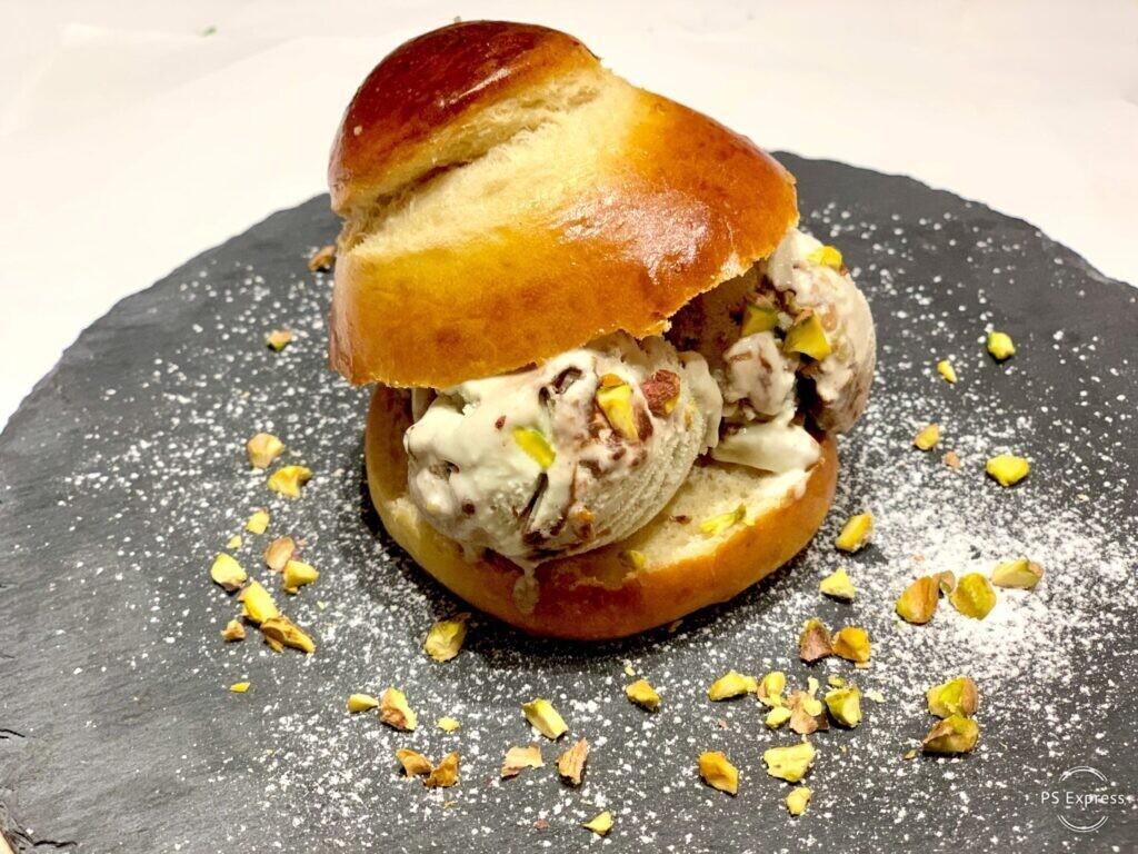 Mini Brioche Siciliana col Tuppo, con gelato al pistacchio di Bronte