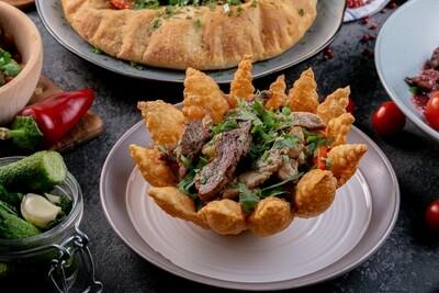 Салат из телятины с овощами на мангале