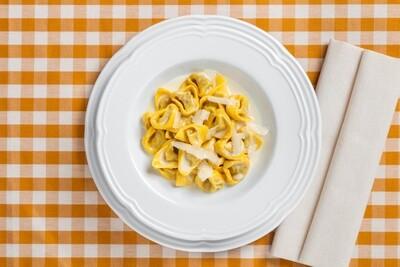 Tortellini di carne in crema di parmigiano