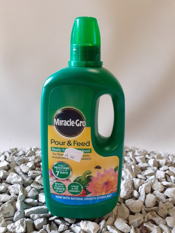 Miracle gro pour&feed