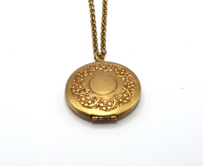 LOCKET MEDIUM ROUND Gold With Flower Etch Border