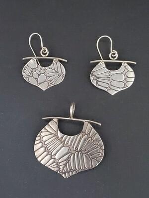 A set of Arabesque Festoon Pendant and Earrings