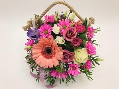 Корзинка с цветами джут