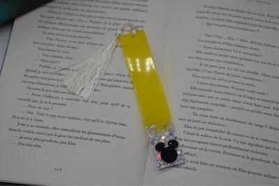 Grand Marque page Mickey - jaune