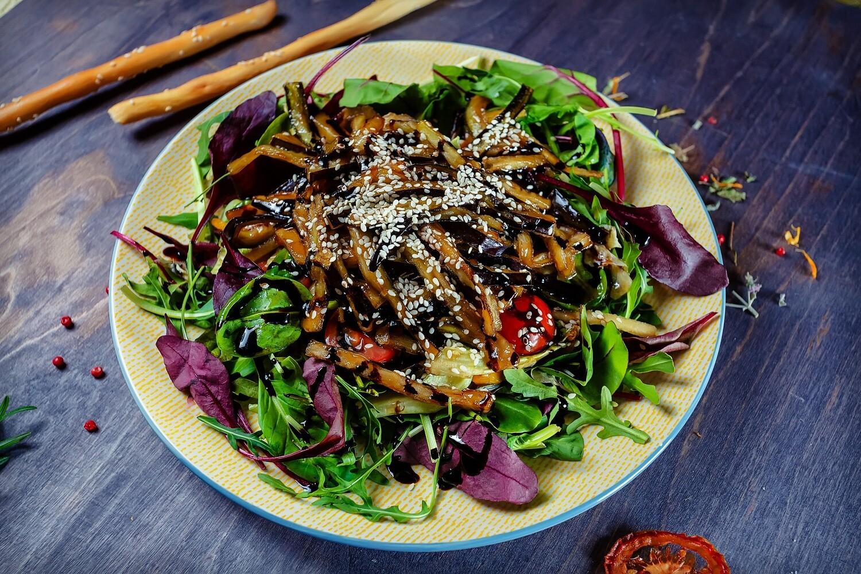 Салат из баклажан с соусом «Терияки»