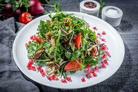 Салат с ягненком и жаренными баклажанами