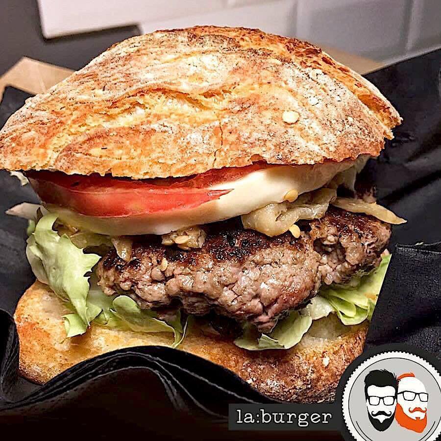 ----- LA:CHALET ----- Bun Rustico, Hamburger, Provola Fresca, Pomodori, Scarola, Olive Di Gaeta, Melenzane Sott'olio, Ketchup Di Pomodori Secchi