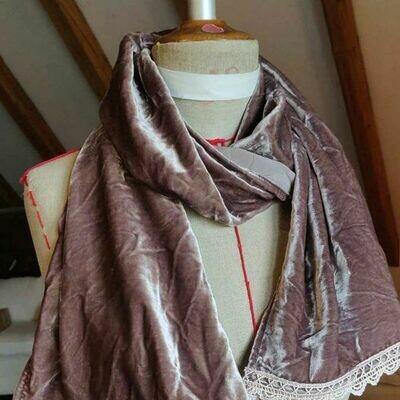 Schal aus Seidensamt