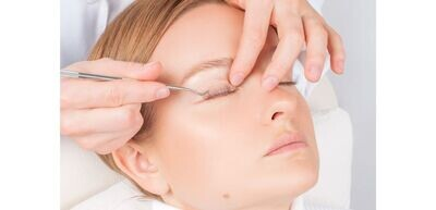 Eyelash lift includes tint