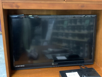 """32"""" Emerson TV with Wall Mount"""