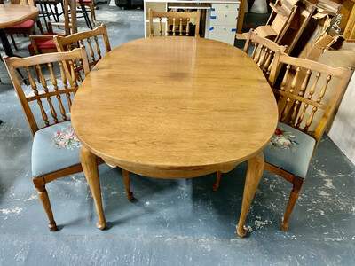 Dining Table & 5 Needlepoint Chairs