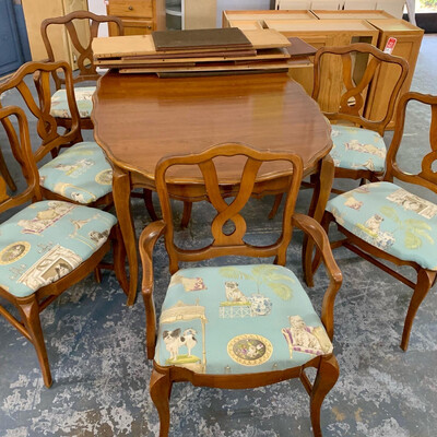 Scalloped Dining Room Table Set