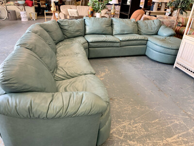 Benchcraft 5-Piece Sectional