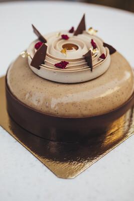 Торт эрл грей с вишней и орехом пекан