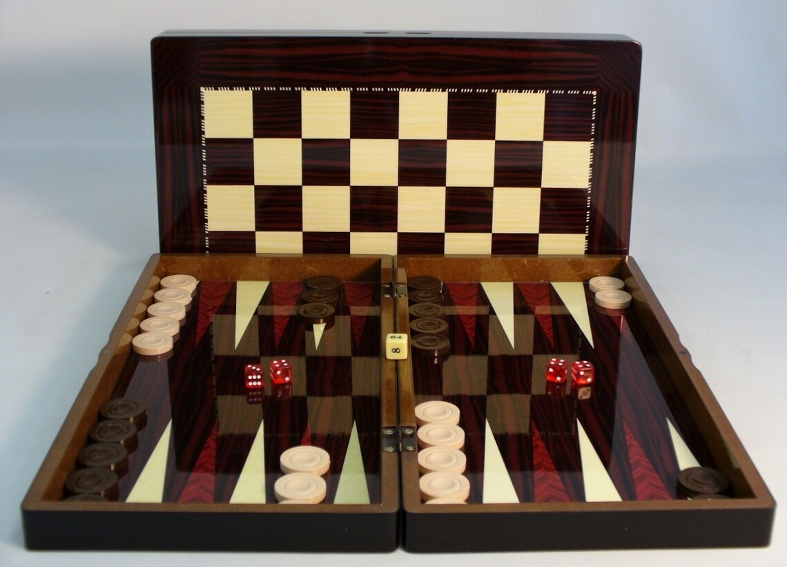 "Yenigun Tavla Backgammon: 19"" Folding Wood"