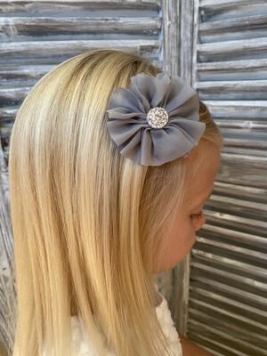 Tulle bloempje op clip - grijs