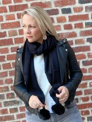 Zwarte sjaal met pompon