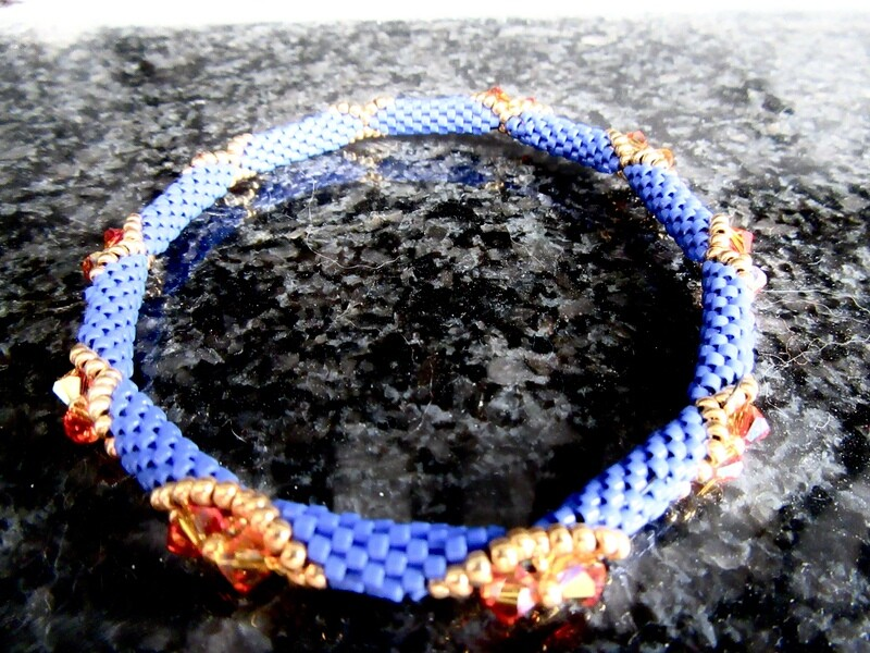 Beaded bracelet with Swarovski crystal
