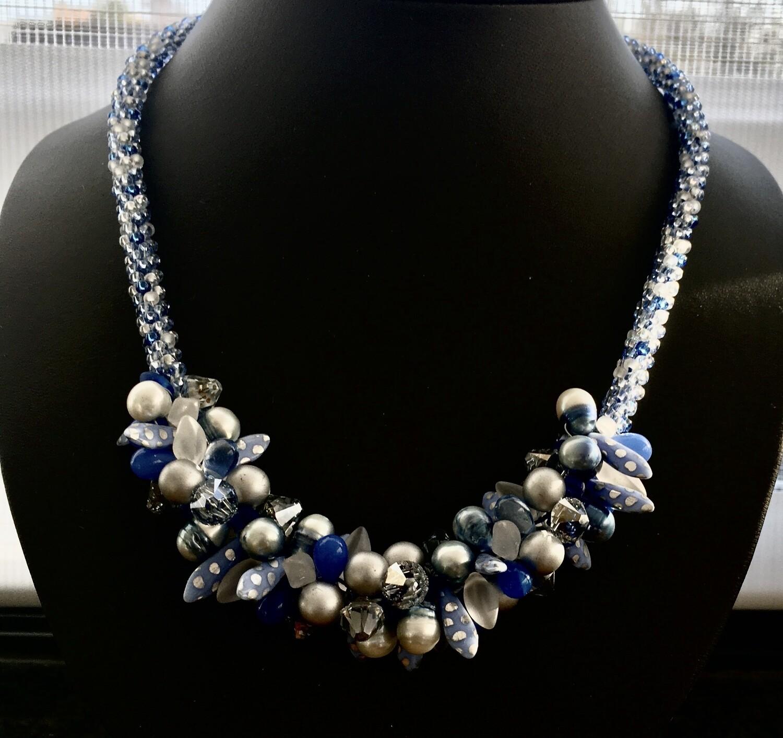 Beaded cluster necklace ( light  blue)