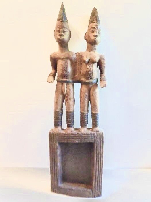 Igbo mirror holder