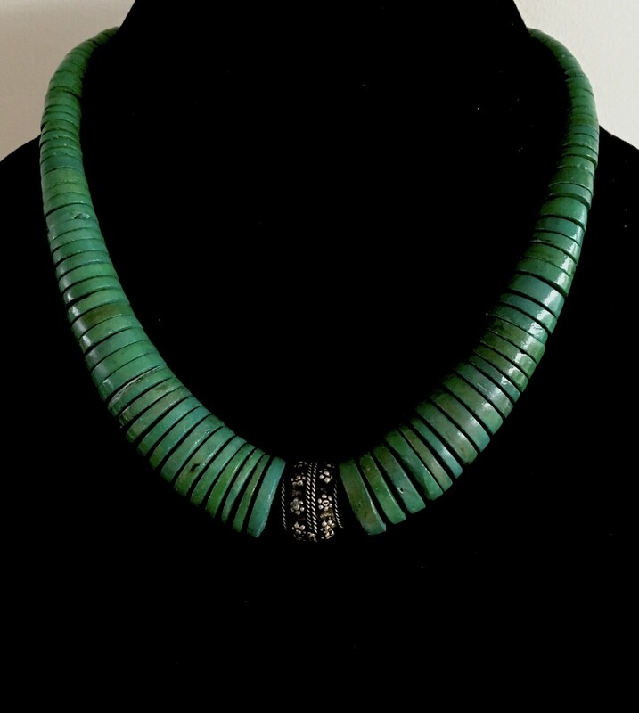 Green flat wood beads necklace ( with silver plated pendant)