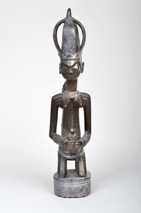 Yoruba maternity figure