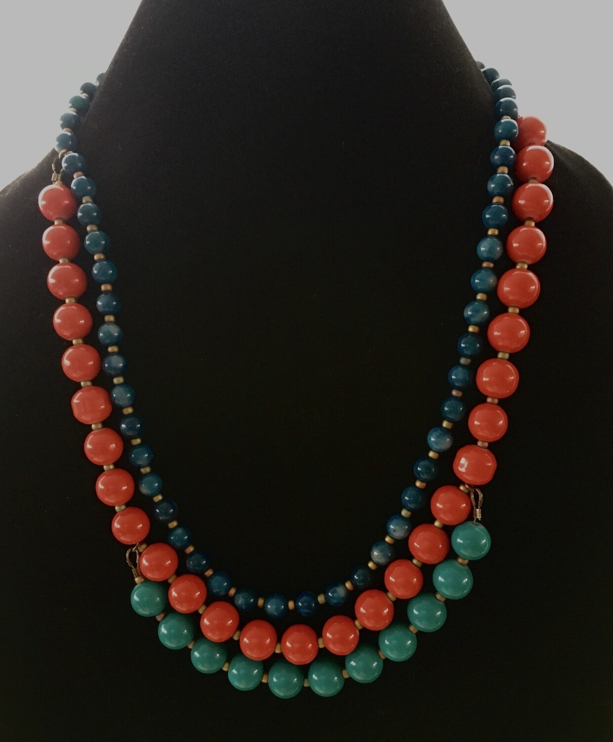 Tri- coloured beads necklace