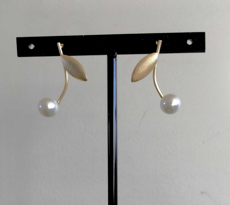 Pearl bud earrings