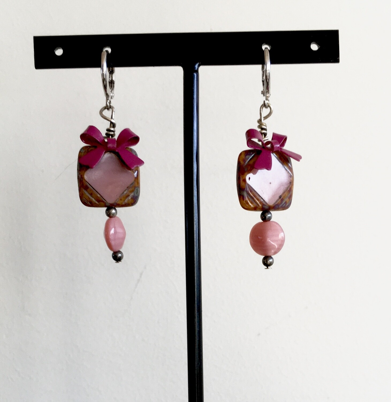 Rose pink box earrings
