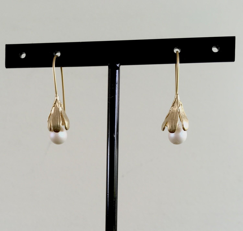 Pearl petals earrings