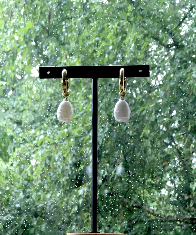 """White tears"" Pearl earrings"