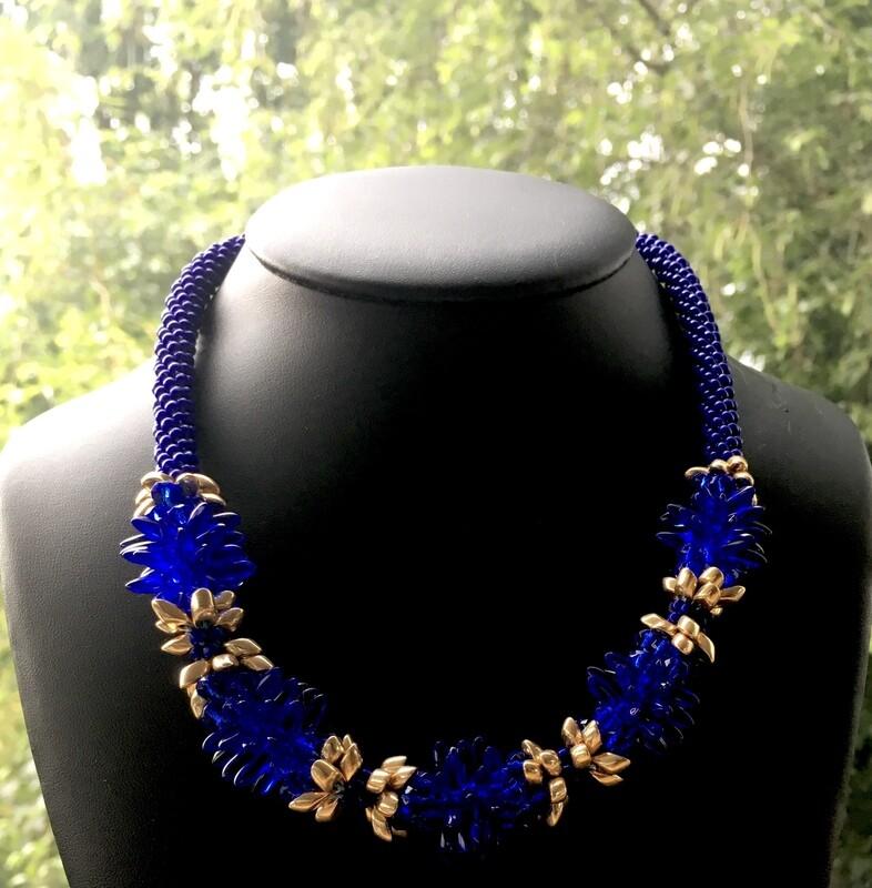 Flower power Kumihumo ( Ultramarine blue)