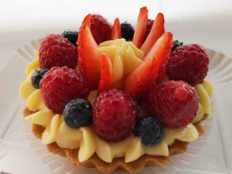 Crostatina con crema pasticcera e frutta
