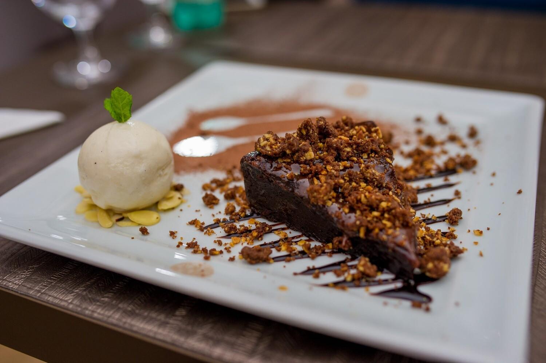 BOLO DE CHOCOLATE COM SORVETE