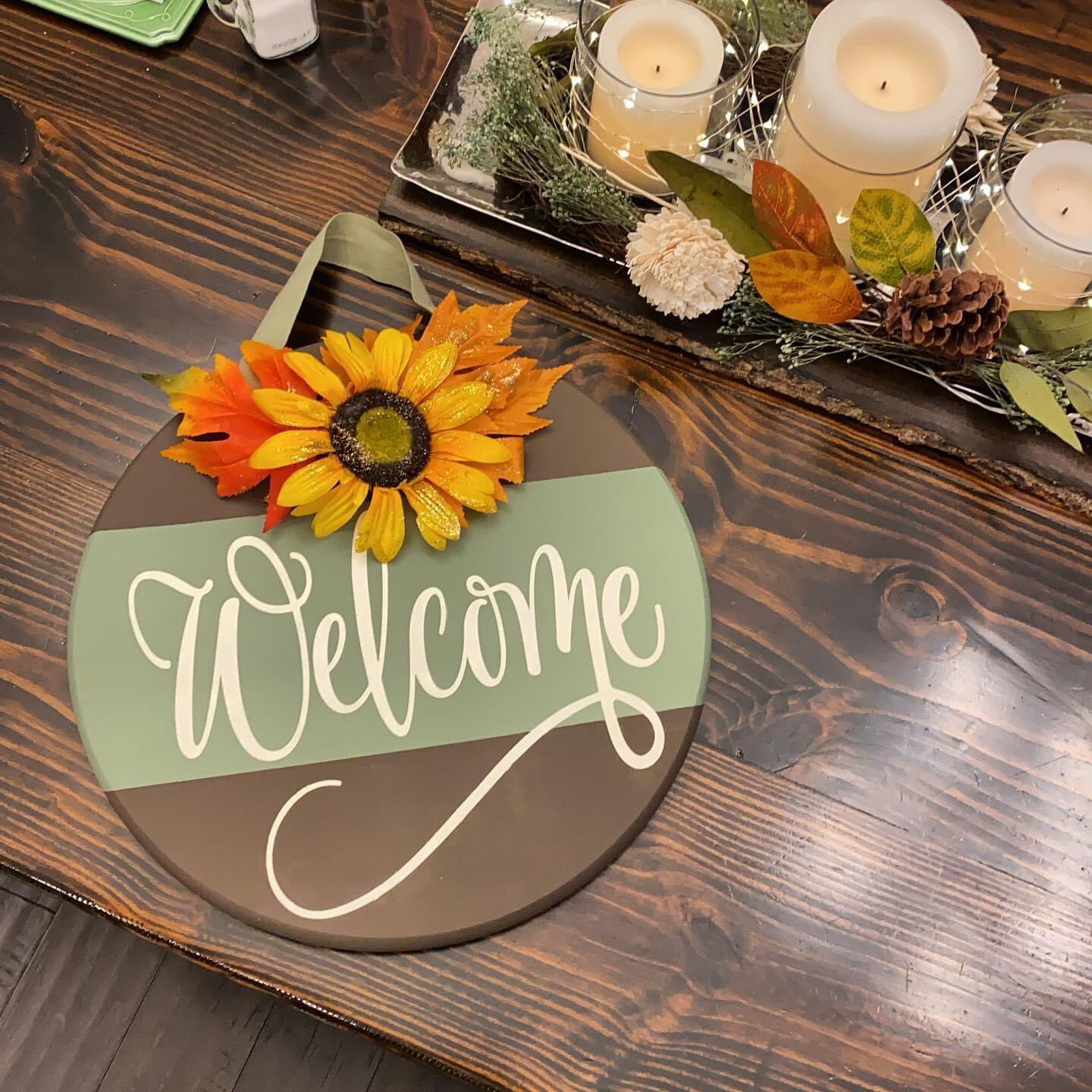 Round Fall Welcome Sign