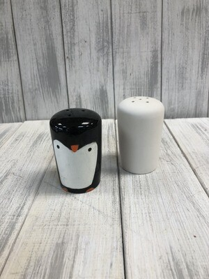 Salt and Pepper-Round