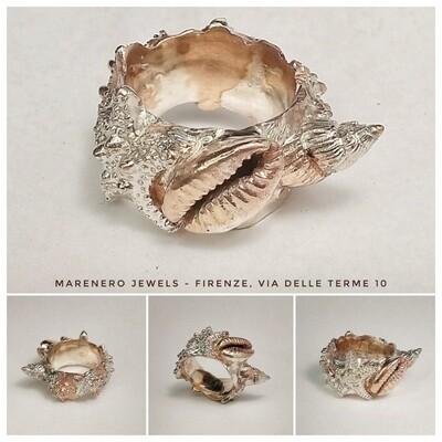 """Anello fascia """"Tesori del Mare"""" bronzo e argento."""