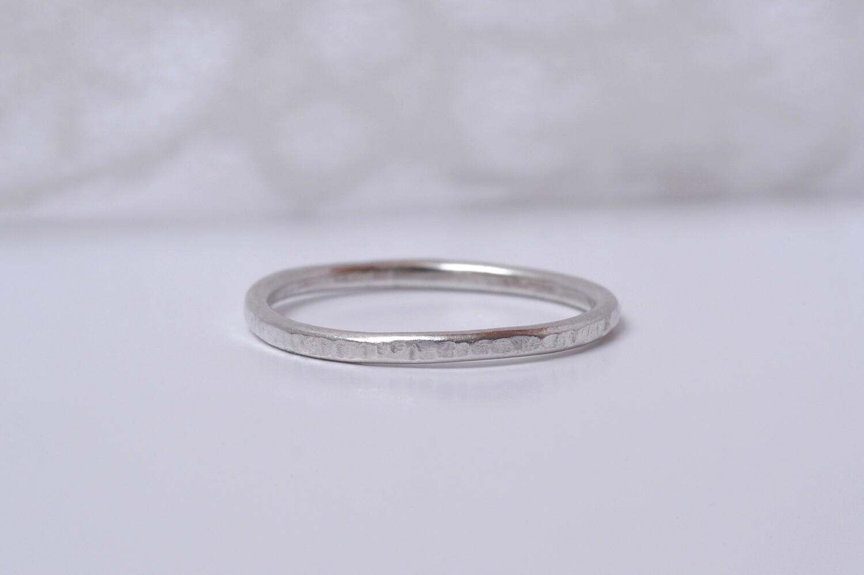 Anneau Fin martelée en argent largeur 15 mm