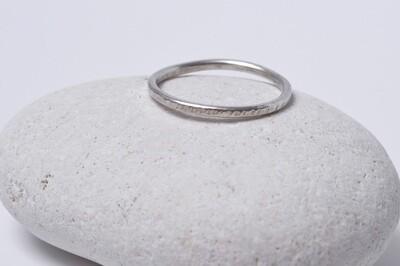Anneau fin martelé en argent largeur 1.5 mm