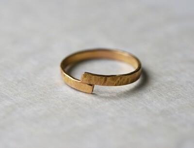 Alliance Martelée en or rouge largeur 2 mm