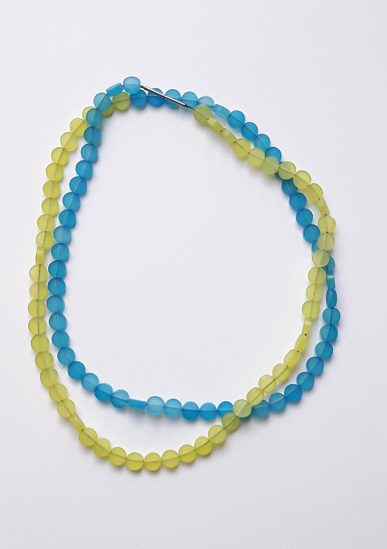 Collier court vert et bleu en plexiglas